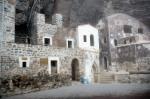 Sümela Manastırı'ndaki keşiş odaları ve kilise
