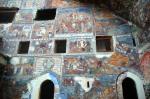 Kilisenin dış duvarındaki freskler