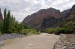 Engüzek Kalesinin bulunduğu Karaçay Vadisi
