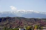 Dutlu Dağı, tepelerinde hala kar var.