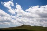 Tepemizde bulutlar. Digor yakınları