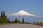 Iğdır Küllük Köyü'den Ağrı Dağı. Hala 45 km uzaktayız.