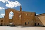 İshakpaşa Sarayı birinci avludan ikinci avluya geçiş kapısı
