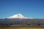 Ağrı Dağı. Tırmanışlar dağın bu yamacından yapılıyor.