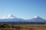 İki Ağrı Dağı aynı karede.