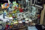 Rus Pazarı'nda açık olan birkaç dükkandan biri.
