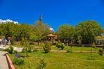 Abdurrahman Gazi Türbesi bahçesi