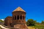 Emir Bayındır Kümbeti ve arkasındaki Bayındır Camii