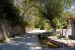 Ağırnas'ta Yeraltı şehri girişinde beklerken.